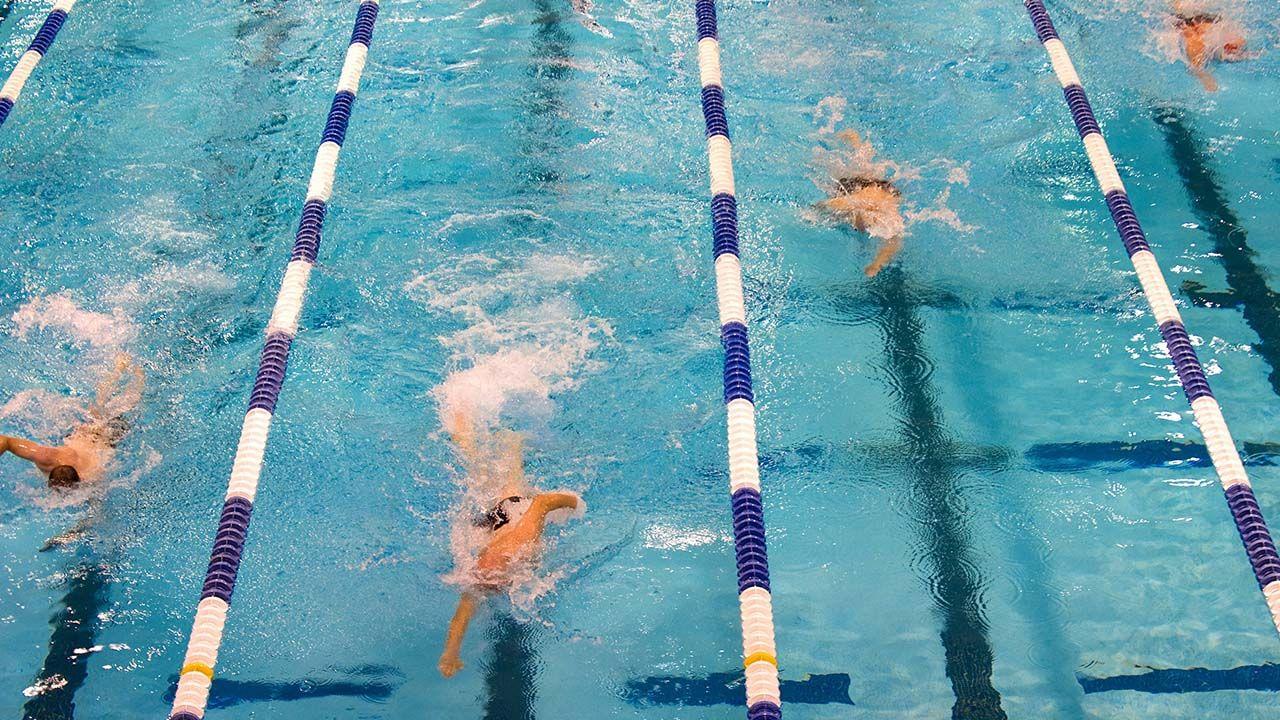 mejorar la patada de nadador